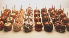 Rocky Mountain Carmel Apples :) Still trying to figure out how they make their apple pie flavor Chocolate Apples, White Chocolate Cheesecake, Chocolate Desserts, Caramel Apples, Carmel Candy, Gourmet Apples, Red Velvet Cake Pops, Easy Sweets, Best Candy