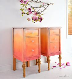 Peachy Chalk Paint® by Annie Sloan pine tables! Ildiko Horvath used Pure, a pure white, Tilton, a br Upcycled Furniture, Furniture Projects, Furniture Makeover, Diy Furniture, Furniture Design, Dresser Makeovers, Blue Furniture, Furniture Refinishing, Painting Furniture