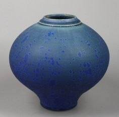 Hein Severijns - porseleinen bolvaas met blauw kristalglazuur