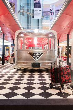 Prada Silver Line Pop-up Pop Up Cafe, Merchandising Displays, Store Displays, Retail Displays, Retail Store Design, Retail Shop, Window Display Retail, Window Displays, Co Working