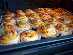 Pizzabullar- Mjuka och goda - ZEINAS KITCHEN Zeina, Swedish Recipes, Halloumi, Recipe For Mom, Dessert For Dinner, I Love Food, Bread Recipes, Foodies, Dinner Recipes