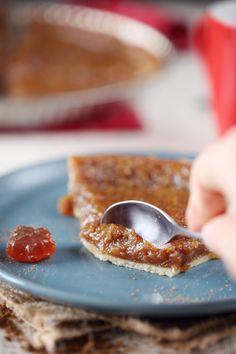 La tarte au sucre du Québec est vraiment différente decettetarte au sucre du Nord. Déjà, elle se présente sous la forme d'une tarte avec une pâte. Une pâ