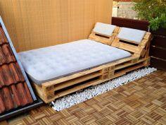 lit de parterre avec palettes