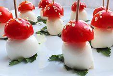 I funghetti finger food con pomodorini e mozzarella sono degli antipasti simpatici ed estremamente semplici da realizzare. Ecco la ricetta