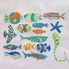 いいね!422件、コメント16件 ― annas/アンナスさん(@annastwutea)のInstagramアカウント: 「西荻窪の刺繍教室「アンナとラパン」参加者さんの作品2 大作ですー! まだ下絵しかなかったのですが、チャレンジしてくださいました☆ すごい!かわいい!上手い! 額に入れるそうです。」 Hand Embroidery Projects, Hand Embroidery Patterns, Diy Embroidery, Cross Stitch Embroidery, Embroidery Designs, Sewing Patterns, French Knot Embroidery, Crazy Patchwork, Thread Painting