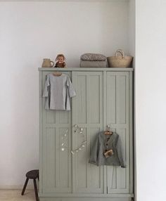A pretty wardrobe for the children's room . - Baby room decoration A pretty wardrobe for the children's room . Baby Room Decor, Nursery Room, Girl Room, Girls Bedroom, Room Baby, Bedroom Ideas, Bedroom Inspiration, Nursery Armoire, Trendy Bedroom