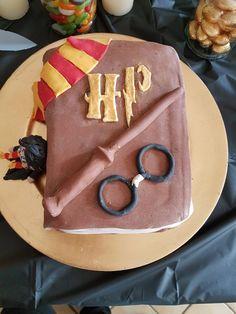 Gâteau pâte à sucre Harry Potter Cadeau Harry Potter, Harry Potter Food, Harry Potter Facts, Harry Potter Birthday, Harry Potter Characters, Harry Potter Hogwarts, Cool Wedding Cakes, Wedding Cake Toppers, Decors Pate A Sucre