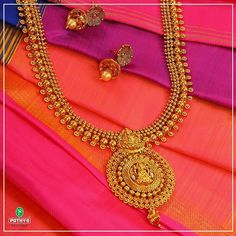 Gold Mangalsutra Designs, Gold Jewellery Design, Gold Jewelry, Gold Necklace Simple, Gold Chain With Pendant, Indian Wedding Jewelry, Fashion Jewelry, Gold Buttalu, Blouse
