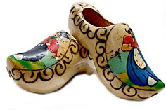Google Image Result for http://guilhermetakahashi.files.wordpress.com/2009/12/wooden_clogs.jpg