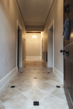Aged Papyrus Limestone as a hallway floor Limestone Tile, Stone Tiles, Hallway Flooring, Kitchen Flooring, Belgian Blue, Victorian Hallway, Natural Stone Flooring, Classic Interior, Tumbled Stones