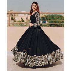 Dresses Elegant, Stylish Dresses For Girls, Stylish Dress Designs, Gowns For Girls, Indian Gowns Dresses, Indian Fashion Dresses, Dress Indian Style, Indian Designer Outfits, Black Indian Gown
