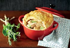 Irish Chicken and Leek Pie Chicken And Leek Pie, Apple Pie, Poultry, Irish, Healthy Recipes, Healthy Food, Roast, Easy Meals, Pudding