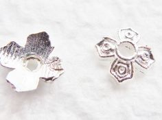 100pcs 6mm BRIGHT SILVER Bead Caps Square Four Leaf by FireSwanBeads, $2.79 http://www.FireSwanBeads.etsy.com