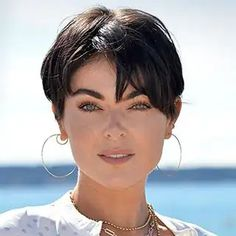 Pixie Styles, Short Hair Styles, Serinda Swan, New Haircuts, Pixie Haircuts, My New Haircut, Short Hair Cuts For Women, Health And Beauty Tips, The Girl Who