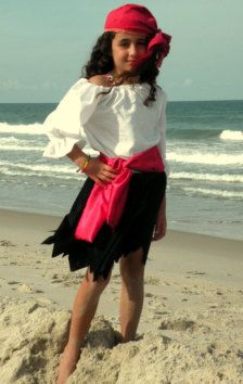 diy girl pirate costume - Ruby  sc 1 st  Pinterest & Pirate Costumes DIY - no sew. Article is: 15 things to pack for a ...