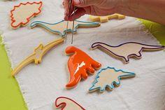 Simple Dinosaur Cookies -Sugar Cookies Decorated with Royal Icing Sugar Cookie Royal Icing, Easy Sugar Cookies, Cookies For Kids, Cute Cookies, Dinosaur Cookies, Dinosaur Birthday Cakes, Dinosaur Cake, Fall Birthday Decorations, Royal Icing Decorations