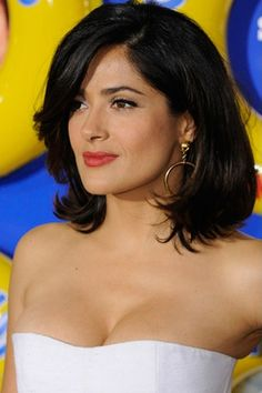 This is a cute hairstyle as Salma Hayek has her hair styled to the shoulders. Her hair is straight and parted to the side. A straight fringe is brushed over towards one side on the forehead. This celebrity looks chic with this hairstyle.Salma has her hair cut to a medium length.The hair is coloured black.