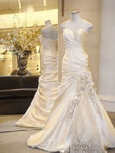Pnina Tornai Style No: This would look terrible on me, but I keep look. - Pnina Tornai Style No: This would look terrible on me, but I keep looking at it. Most Beautiful Wedding Dresses, Dream Wedding Dresses, Wedding Gowns, Gorgeous Dress, Amazing Dresses, Lace Wedding, Pnina Tornai Dresses, Vestidos Sexy, Dream Wedding