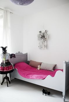 grey bed and pink bedding in white girls bedroom. My New Room, My Room, Little Girl Beds, Kitchen Drawing, Scandinavian Interior Design, Scandinavian Style, Pink Bedding, Girls Bedroom, Bedrooms