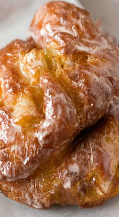 A recipe for Apple Fritter Doughnuts, just like you get at the corner bakery! Donut Recipes, Apple Recipes, Fall Recipes, Dessert Recipes, Cheesecake Recipes, Apple Tv, Apple Pies, Corner Bakery, Apple Fritters