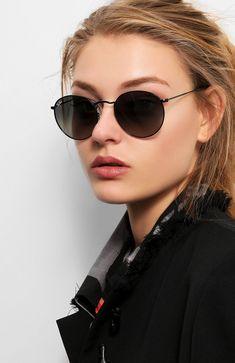 Versace Women's Medusa Aviator Sunglasses, White/Grey – The Fashion Mart Buy Sunglasses, Stylish Sunglasses, Black Sunglasses, Cat Eye Sunglasses, Sunglasses Women, Glasses Trends, Lunette Style, Ray Ban Women, Black Women Fashion