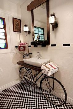 Upcycling konzept mit Fahrrad vintage badezimmer waschbecken Upcycling concept with bicycle vintage bathroom sink Unique Home Decor, Home Decor Styles, Vintage Home Decor, Cheap Home Decor, Vintage Ideas, Repurposed Furniture, Diy Furniture, Repurposed Items, Unusual Furniture