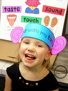 Do you teach a 5 Senses theme? Kids will get to learn about and sort the different senses as well as try tasting, listening, feeling and smelling. 5 Senses Craft - Sense of Sound Hat for Preschool 5 Senses Craft, Five Senses Preschool, 5 Senses Activities, My Five Senses, Body Preschool, Preschool Centers, Preschool Themes, Preschool Lessons, Preschool Classroom