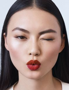 Applying face makeup can be messy — but it doesn't have to be. Here are the best stick foundations for more convenient makeup application. Edgy Makeup, Glowy Makeup, Simple Makeup, Makeup Inspo, Makeup Art, Makeup Inspiration, Hair Makeup, Makeup Ideas, Best Red Lipstick