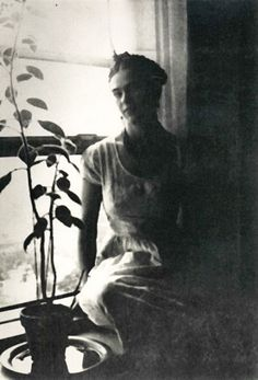 my favorite picture of frida kahlo, ever.