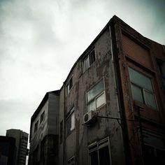 건축가 이재열의 photograph of urbano : 스마트폰으로 찍은 도시, 사람, 골목 사진 | Urban #충무로 #골목 #외벽
