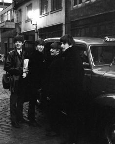 Paul McCartney, John Lennon, Richard Starkey, and George Harrison (Baby you can drive my car -getting into a cab)