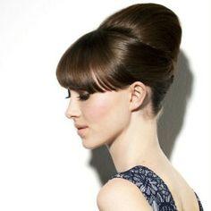Simple Eleganz  Mittellanges Haar: Anleitung für edle Hochsteckfrisur