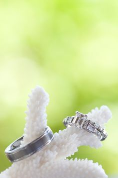 beach wedding ring shot by bobcareweddings.com