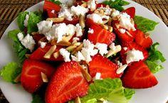 Σαλάτα με μαρούλι, φράουλα και φέτα