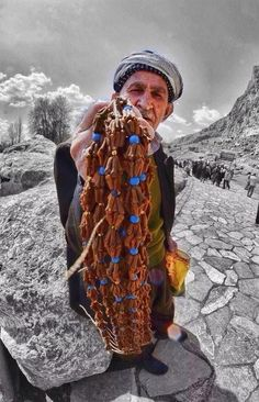 """""""Clove Necklace"""", kind of so old necklaces in Kurdistan Kurdistan, The Kurds, Ancient Persia, Religion, Gypsy Life, Baghdad, Military History, People Around The World, Traditional Outfits"""
