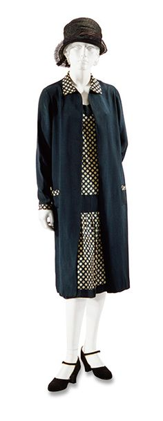 Vintage Fashion Day dress, France, c. at the Bunka Gakuen Costume Museum 30s Fashion, Art Deco Fashion, Fashion History, Retro Fashion, Vintage Fashion, Fashion Trends, 1920s Fashion Dresses, Victorian Fashion, Dress Fashion