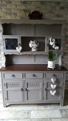 Welsh Dresser painted in Annie Sloan French Linen
