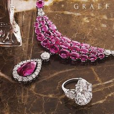 This incredible necklace showcases 90 exquisite pink sapphires totalling over 80 carats and including a 10 carat pink sapphire centre stone, complemented by 11.83 carats of white diamonds.