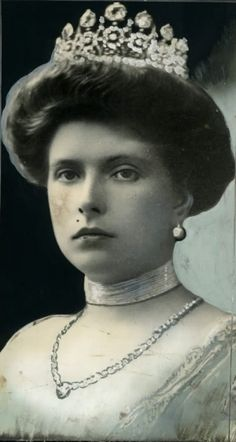 Princess Alice of Battenburg wearing the diamond and aquamarine tiara that had been one of her wedding presents, a gift from her uncle and aunt, the late Emperor Nicholas II and Emperor Alexandra Feodorovna of Russia. Royal Crowns, Royal Tiaras, Royal Life, Royal House, Reine Victoria, Queen Victoria, Prinz Philip, Greek Royalty, Greek Royal Family
