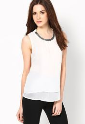 Go from day to night with ease wearing this off white coloured top by ONLY. Fashioned using 100% polyester, this top will keep you comfortable all day long. Designed to perfection, this classy top will look great when clubbed with trousers and black pumps.