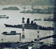 Yamato leaving Kure for its suicide mission to protect the island of Okinawa. The last time it will be seen by the people of Japan Yamato Class Battleship, Pearl Harbour Attack, Army Jokes, Imperial Japanese Navy, Man Of War, Cute Cartoon Girl, Military Pictures, Military Diorama, Big Guns