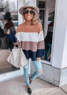 Hollie Woodward is major style inspiration! Feminine, comfy, casual and always spot on trends. Her look is so wearable and super-cute! Sweater Outfits, Casual Outfits, Cute Outfits, Fashion Outfits, Picture Outfits, Women's Fashion, Ladies Fashion, Fall Winter Outfits, Autumn Winter Fashion
