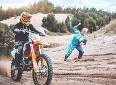 Good recommendations to check into Motocross Couple, Motocross Love, Motocross Girls, Bike Couple, Dirtbike Memes, Cafe Racer Build, Dirt Bikes, Car Insurance, Wall Collage