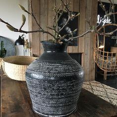 Vandaag weer wat spulletjes gekocht voor de webshop, waaronder deze coole vaas! Fijne avond allemaal! #webshop #vase #interior #interiordecor #interiordesign #interieur #interiör #interiør