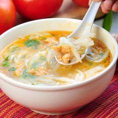 La sopa, a mi entender, es junto a una buena ensalada el mejor entrante que se puede disfrutar en la mesa. Esta sopa exótica me gusta para sorprender a amigos y familia. Tofu, Food And Drink, Pasta, Ethnic Recipes, Recipes, Noodles, Beverages, Sweet Treats