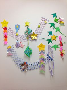 折り紙って結構集中しませんか?気が付くと時間を忘れて夢中になって作っています。そんな折り紙で七夕飾りの短冊なんかを作ってみたら、ひと味違った七夕が楽しめるかもしれませんよ!
