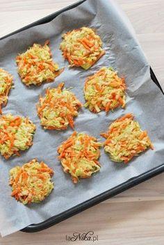 Placki z cukinii i marchewki przed pieczeniem