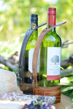 Perfect brown leather wine holder for display or serving wine at the dining table. Discover the use of the Portavino and serve wine like the Argentinians. The Portavino is a type of holder that attach Wine Carrier, Bottle Carrier, Leather Gifts, Leather Craft, Wine Bucket, Vide Poche, Wine Bottle Holders, Wine And Beer, Leather Projects