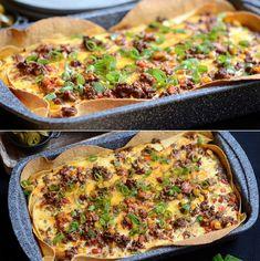 Sindssygt lækker og nem tærte med oksekød, grøntsager, dejlige krydderier og en bund af tortillapandekager.