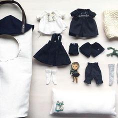 久しぶりにハウスバックがsetの出品になります。✨ブローチの女の子がとても可愛いいですよ♪(⁎⁍̴̛͂▿⁍̴̛͂⁎)*✲*。⋆♡ོ *変更箇所があります♪スカートの裾にミシン刺繍をつけました。#blythe#blytheoutfit#dollclothes#blythedoll#dollphoto#dollstagram#dollphotography#ドール#アウトフィット#harusya#ブライス#手作り